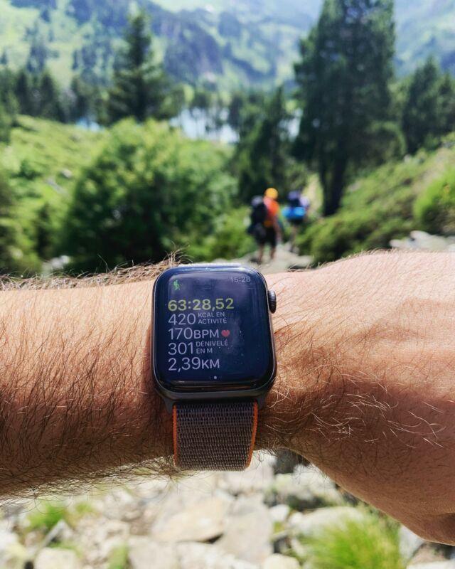 Randonnée en plein air toujours accompagné de l'Apple Watch 🥾⌚️⛰ #applewatch #apple #applewatchband #watchporn #watchesofinstagram #applewatchfanz #instawatch #randonee #sportloop20
