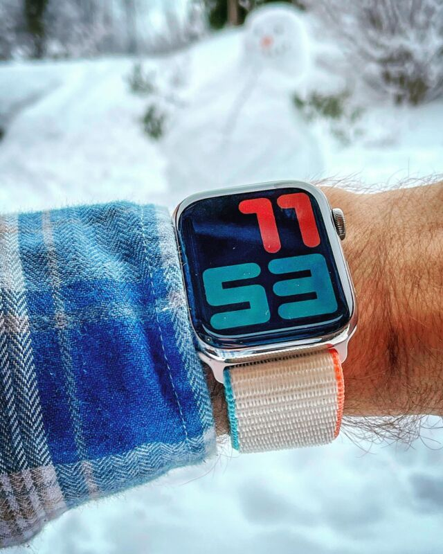 1ers flocons ❄️ ⛄️ Il va être l'heure de prendre un bon chocolat chaud 🥰  #applewatch #apple #applewatchband #watchporn #watchesofinstagram #applewatchfanz #instawatch #loopfin20 #snowman   https://www.band-band.com/produit/boucle-sport-nylon-tisse-fin-2020-apple-watch/?attribute_pa_modele-boucle-sport=creme&attribute_pa_boitiers-apple-watch=42-44-mm