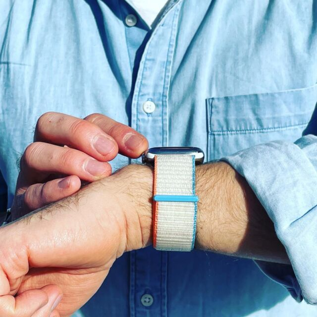 Le boucle sport couleur crème avec une chemise jean clair, c'est le printemps en avance 😎  #applewatch #apple #applewatchband #watchporn #watchesofinstagram #applewatchfanz #instawatch #loopfin20 #sun #spring #summer #instagood #feelgood  https://www.band-band.com/produit/boucle-sport-nylon-tisse-fin-2020-apple-watch/