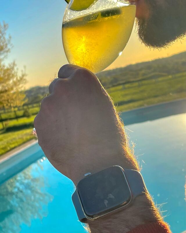 Le printemps et les beaux jours arrivent, l'occasion de re-sortir votre bracelet sport. Ne vous laissez pas abuser par son nom, le bleu nordique sera du plus effet au bord de la piscine.⠀ ⠀ #applewatch #apple #applewatchband #watchporn #watchesofinstagram #applewatchfanz #instawatch  #party #partying #fun #instaparty #instafun #instagood #skylight #chill #chilling #kickit #kickinit #cool #love #memories #night #smile #outfit #funtime #funtimes #goodtime #goodtimes #happy #fluosport⠀ ⠀ https://www.band-band.com/produit/bracelet-sport-apple-watch-100-pourcent-fluoroelastomere-fermoir-a-clou/