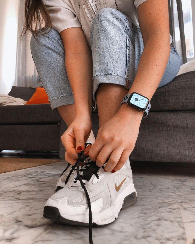 Par son confort, sa souplesse et sa douceur, le bracelet sport respirant sait se faire oublier lors de longues journées à la maison. Idéal également pour des séances de fitness à faire chez soi, comme solution à la fermeture des salles et aux limites de déplacements 💪🏋⠀ ⠀ #applewatch #apple #applewatchband #watchporn #watchesofinstagram #applewatchfanz #instawatch #health #fitness #fit #fitnessmodel #fitnessaddict #fitspo #workout #bodybuilding #cardio #gym #training #health #healthy  #healthychoices #strong #motivation #instagood #determination #lifestyle #getfit #eatclean #exercise #respirant⠀ ⠀ https://buff.ly/3dbEdSU