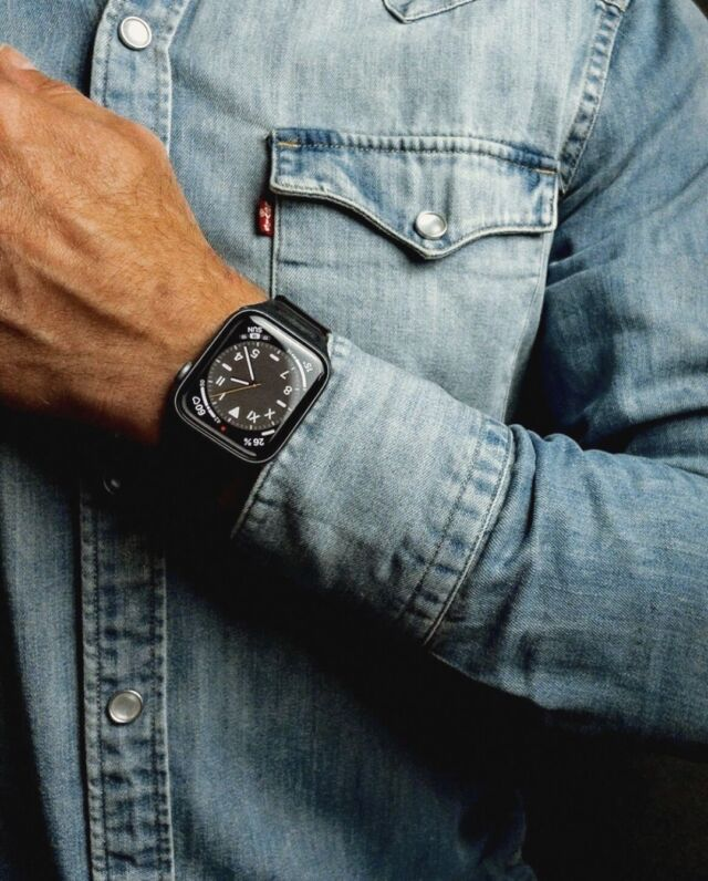 Maillons cuir et chemise denim, on adore, pas vous ?⠀ Merci @koliamishka  pour la photo 😊🇩🇪⠀ ⠀ #applewatch #apple #applewatchband #watchporn #watchesofinstagram #applewatchfanz #instawatch #mensstyle #mensfashion #menswear #fashion #style #ootd #men #mensclothing #gentleman #model #outfitoftheday #outfit #cuirloop⠀ ⠀ https://buff.ly/2QA4YaH