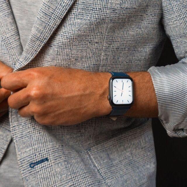Que serait un superbe Prince de Galles sans une jolie montre au poignet ? ⏳⠀ Merci @koliamishka pour cette série inspirante 😊 ⠀ #applewatch #apple #applewatchband #watchporn #watchesofinstagram #applewatchfanz #instawatch #menfashion #menstyle #fashion #men #style #menswear #menwithstyle #ootd  #model #menwithclass #gentleman #photography #outfit #suit #simpletour⠀ ⠀ https://buff.ly/3xTQmEv