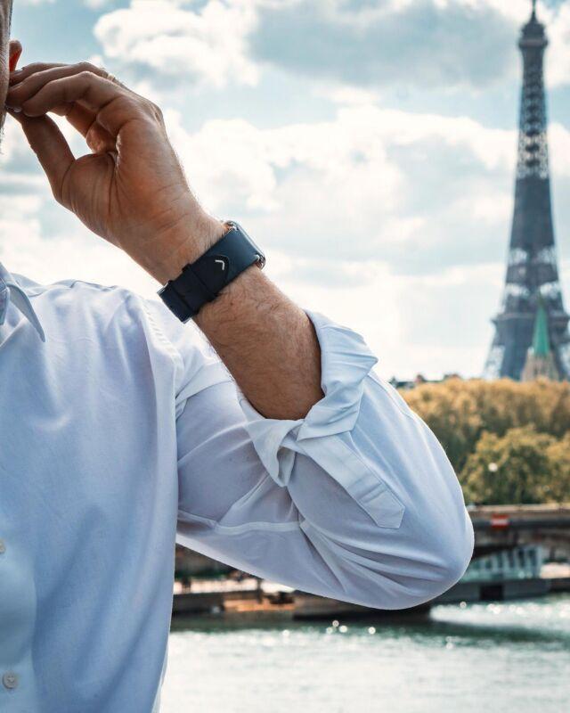 Au cas où vous l'auriez manqué, on vous poste une photo du Vintage bleu encre devant la Tour Eiffel ! Et oui, les French Days ont commencé, ils vous permettent de bénéficier de -30% sur tous les bracelets en cuir Made in France⠀ ⠀ #applewatch #apple #applewatchband #watchporn #watchesofinstagram #applewatchfanz #instawatch #fashion #style #photography #photooftheday #picoftheday #model #paris #ootd #moda #fashionblogger #bhfyp #chill #outfit #paris #tourist #instatravel #instaparis #urbanphotography #logan⠀ ⠀ https://buff.ly/3oO18aV