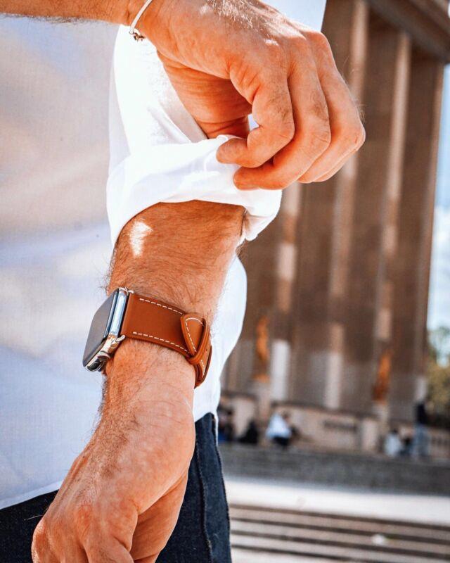 L'indémodable cuir marron du Simple tour vous permettra de l'assortir à toutes vos tenues quels que soient leurs styles 💼⠀ ⠀ #applewatch #apple #applewatchband #watchporn #watchesofinstagram #applewatchfanz #instawatch #fashion #style #photography #photooftheday #picoftheday #model #paris #ootd #moda #fashionblogger #bhfyp #chill #outfit #paris #tourist #instatravel #instaparis #urbanphotography #simpletour⠀ ⠀ https://buff.ly/3wQlRxB