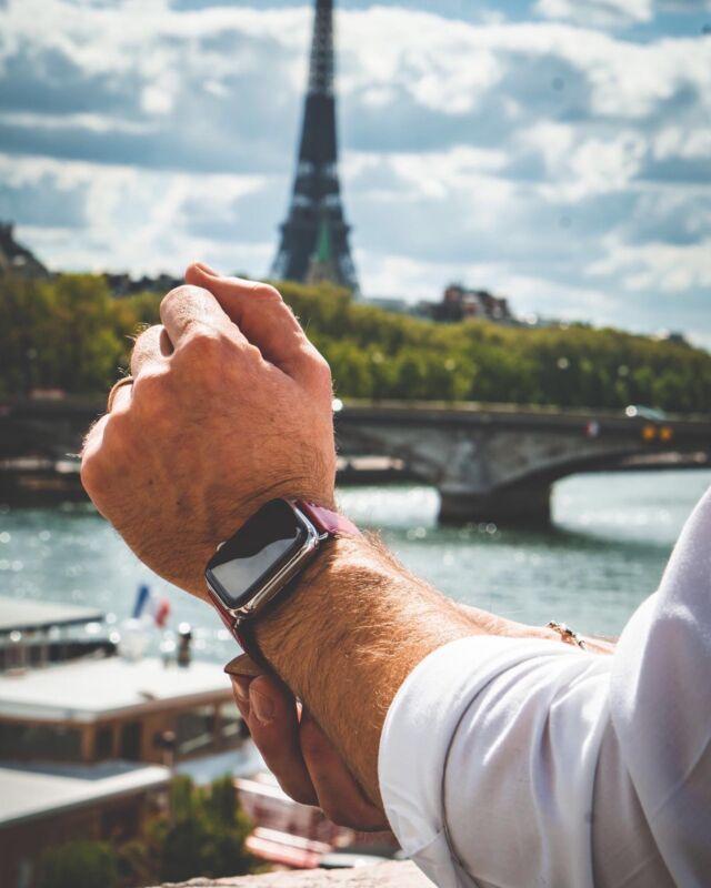 Quel meilleur accessoire qu'un élégant bracelet en cuir pour une balade dans la capitale ?⠀ ⠀ #applewatch #apple #applewatchband #watchporn #watchesofinstagram #applewatchfanz #instawatch #fashion #style #photography #photooftheday #picoftheday #model #paris #ootd #moda #fashionblogger #bhfyp #chill #outfit #paris #tourist #instatravel #instaparis #urbanphotography #simpletour⠀ ⠀ https://buff.ly/3wQlRxB