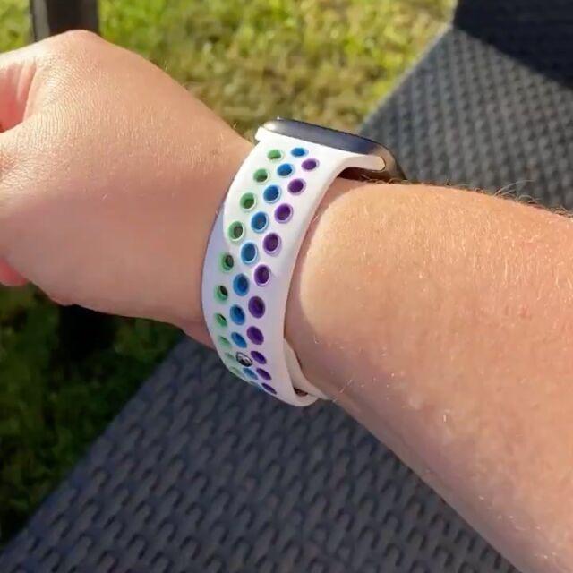 En attendant le bracelet boucle tressé pride, @aka_error404 a craqué pour la version respirante 😉  #applewatch #apple #applewatchband #watchporn #watchesofinstagram #applewatchfanz #instawatch #pride #respirant